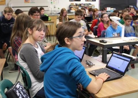 Using Netbooks and Backchannel Chat during the presentation
